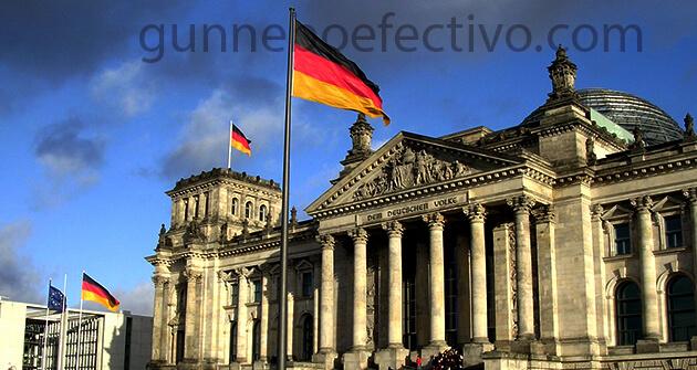 """เยอรมนี ได้ออกกฎหมายห้ามการใช้ """"การบำบัดด้วยการแปลงเป็นเกย์"""" สำหรับคนหนุ่มสาวทั่วประเทศ กฎหมายมีวัตถุประสงค์เพื่อหยุดกลุ่มที่เสนอบริการ"""
