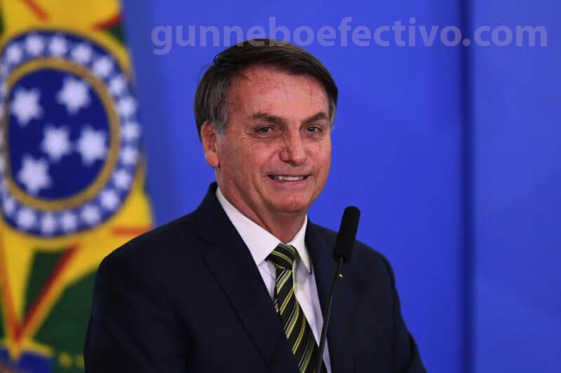 ศาลบราซิล หรือศาลฎีกาของบราซิลได้ปล่อยวิดีโอแสดงให้เห็นว่าประธานาธิบดี Jair Bolsonaro แสดงความไม่พอใจที่เขาไม่สามารถเปลี่ยนเจ้าหน้าที่รักษาความปลอดภัย