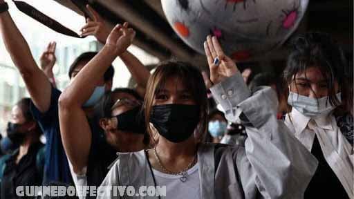 ไทยฟื้นกฎหมาย ห้ามวิพากษ์วิจารณ์กษัตริย์ ประเทศไทยได้รื้อฟื้นกฎหมายต่อต้านการวิพากษ์วิจารณ์ราชวงศ์ในความพยายามที่จะยับยั้งการประท้วง