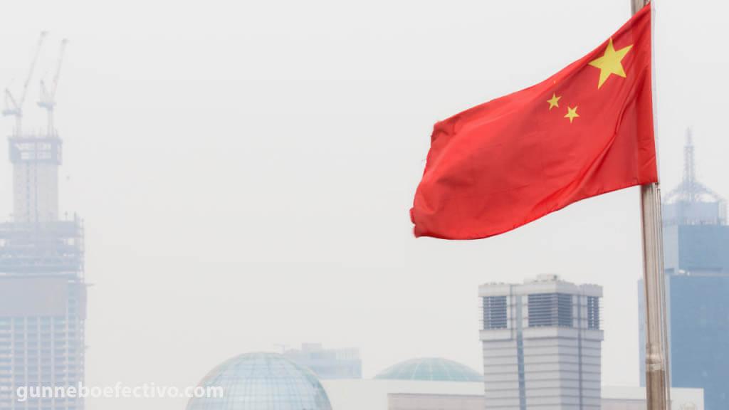 ผลกระทบ ต่อเศรษฐกิจจีนเป็นอย่างไร ตัวเลขอย่างเป็นทางการแสดงให้เห็นว่าในเดือนกันยายน 2564 กิจกรรมโรงงานของจีนหดตัวลงสู่ระดับต่ำสุด